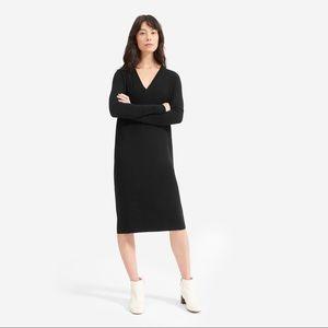 Everlane the Cashmere V-Neck Midi Dress In Black